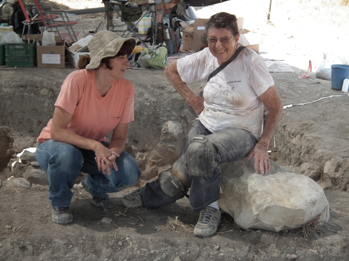Tirza discussing archaeology with Sheila