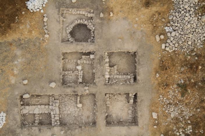 The 8th Century Architecture in Area A2