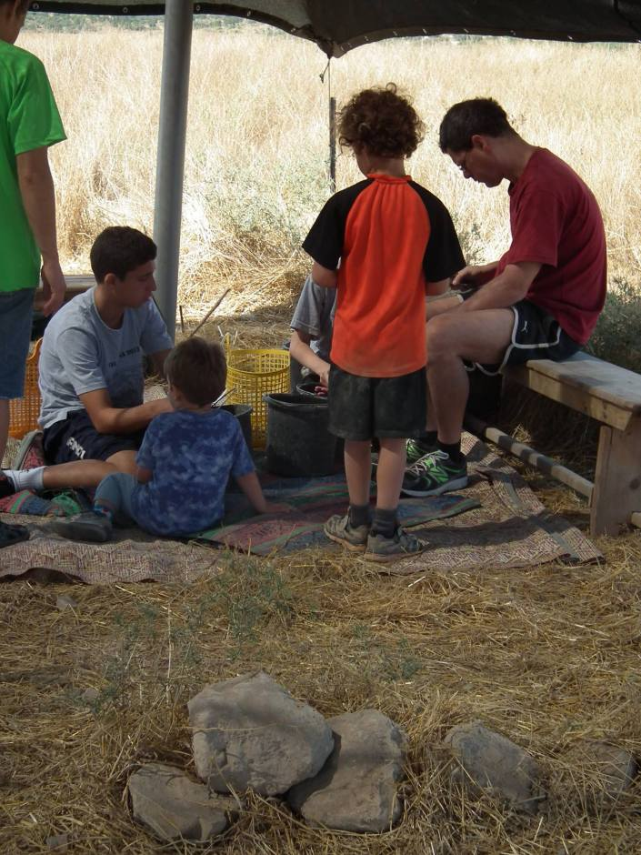 Most of the Shai clan (Nimrud, Ohad, Abiathar and Elah) washing some pottery Friday morning at the tell