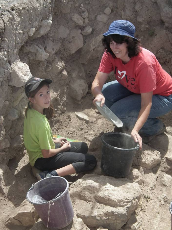 Some mother daughter digging